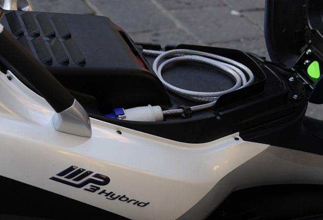 Piaggio MP3 Hybrid - Vue sous la selle